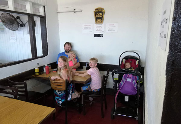 Restaurante El Hamburguer, Hamburgers by the beach, Escambron Beach, Hamburgers in Puerto Rico, traveling with kids, family travel