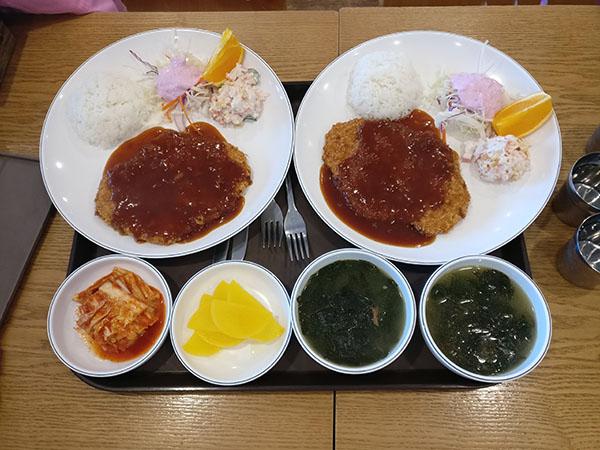 Mealtime at Spasis a Korean Jjimjilbang with Kids