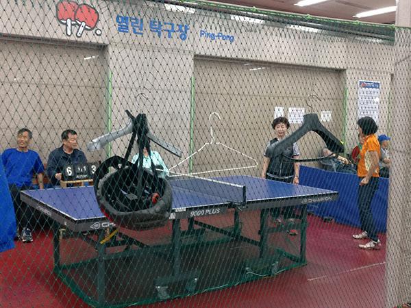Ping pong at the Subway in Korea